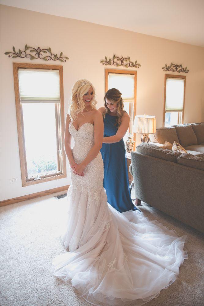 becky zach venuti's ristorante & banquet hall chicago wedding bride getting ready