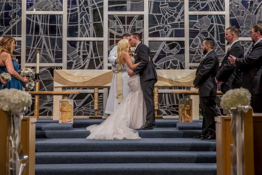 becky zach venuti's ristorante & banquet hall chicago wedding first kiss
