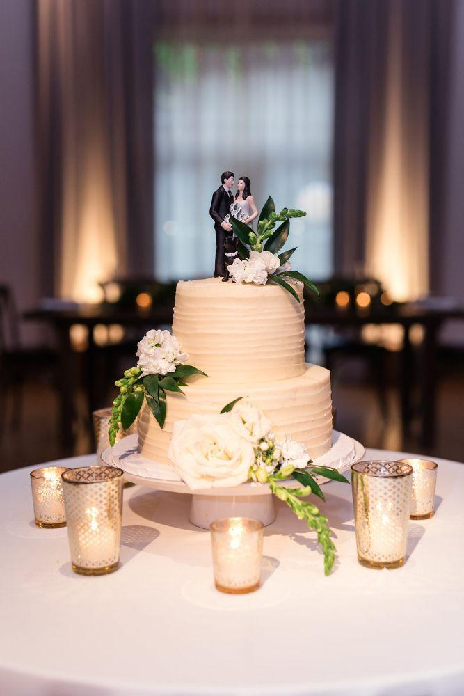 The Ivy Room at Tree Studios wedding cake