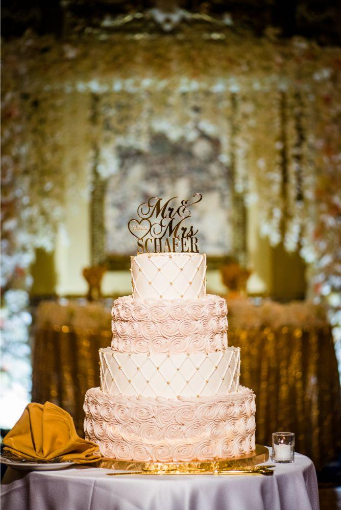michelle jimmy the congress plaza hotel chicago wedding cake