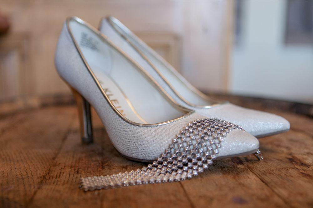 rachel alan the great hall at the onion chicago wedding photography bridal shoes getting ready details