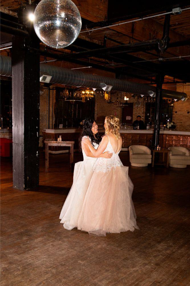 caitlin carolyn salvage one chicago wedding first dance