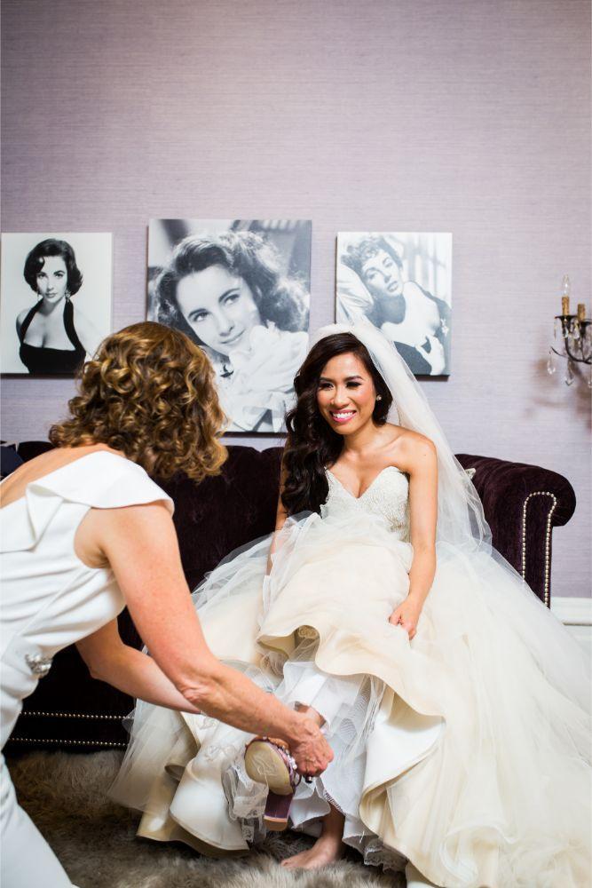 kathy michael skyline loft bridgeport art center chicago wedding bride getting ready