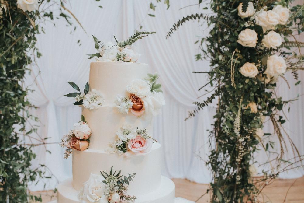 kathy michael skyline loft bridgeport art center chicago wedding cake