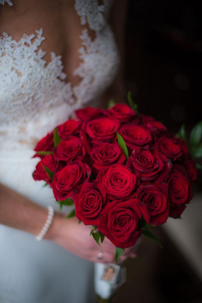 sarah chris galleria marchetti chicago, il wedding bridal bouquet red roses