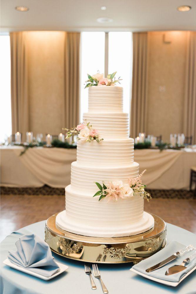 janet trent the mid-america club chicago, il wedding cake