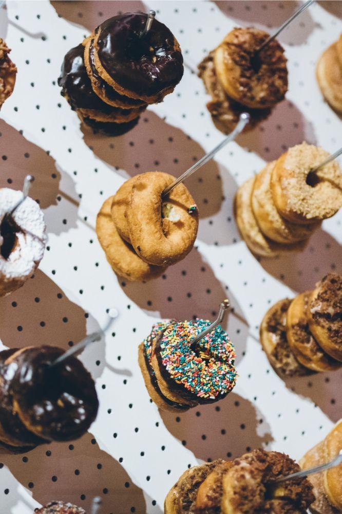 alison eric bridgeport art center chicago, il wedding donut wall