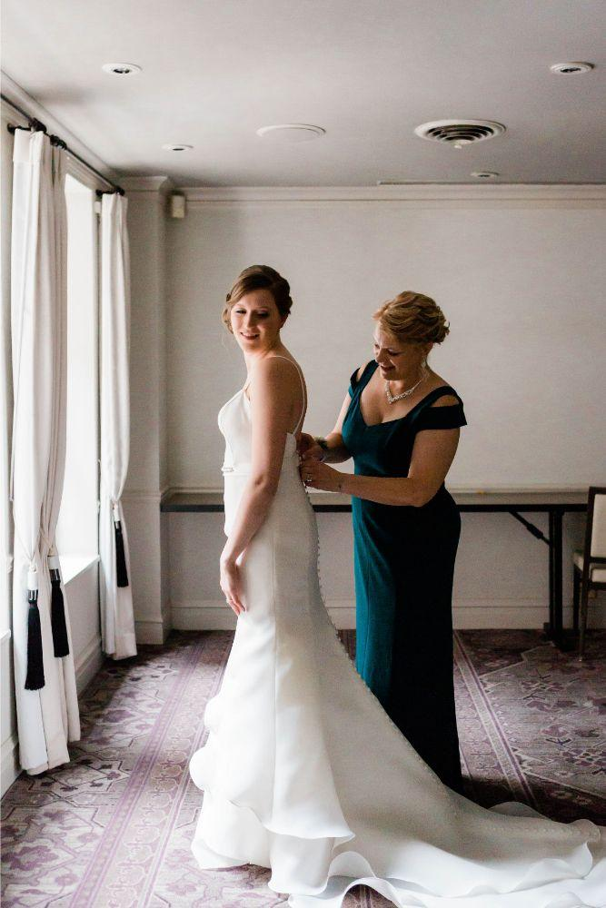 emily nick artifact events chicago, il wedding mother helping bride get ready