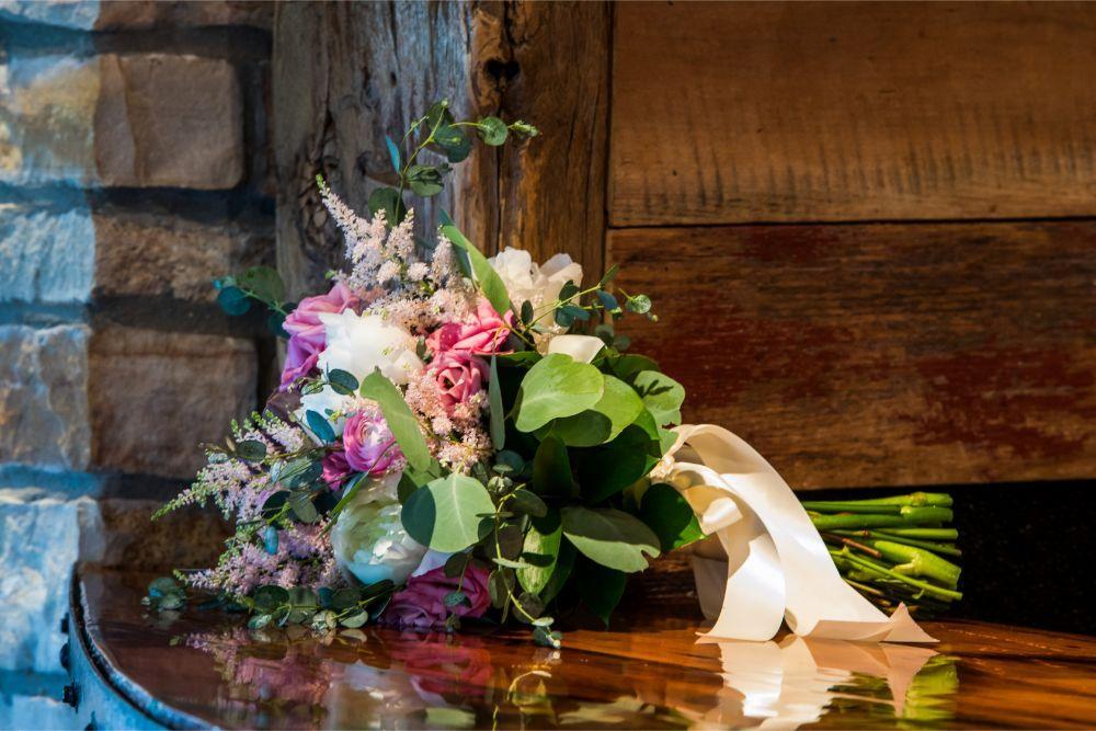 lindsay demetrius fisherman's inn chicago il wedding bouquet