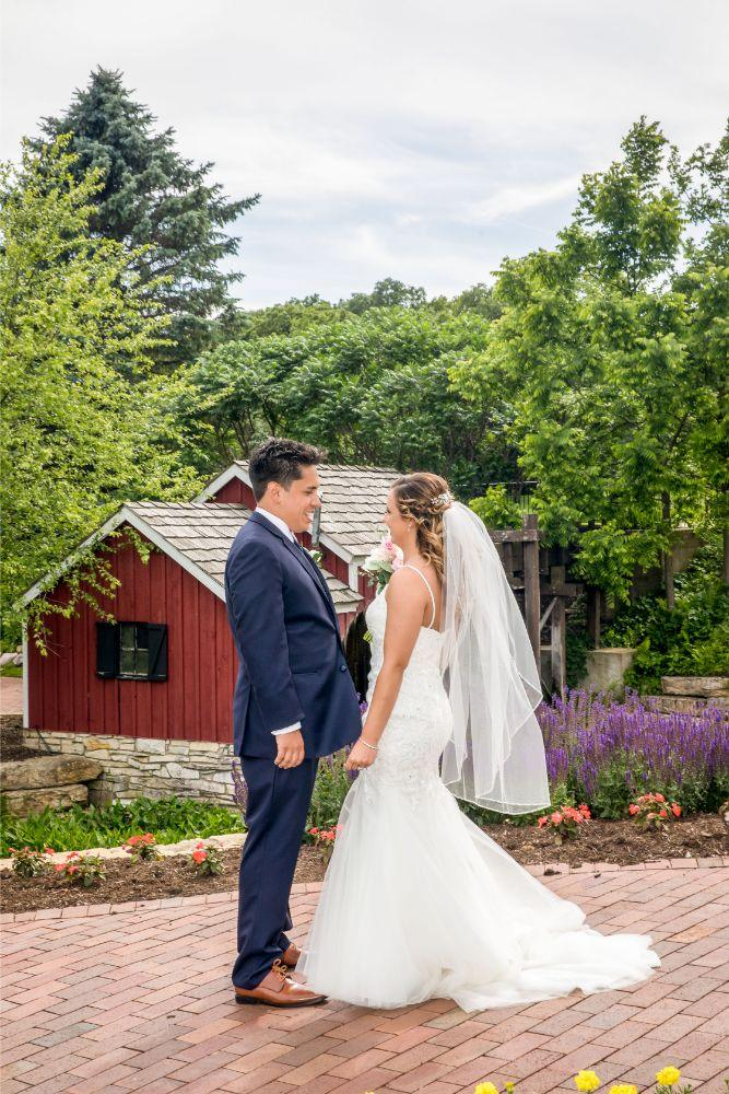 lindsay demetrius fisherman's inn chicago il wedding bride and groom first look