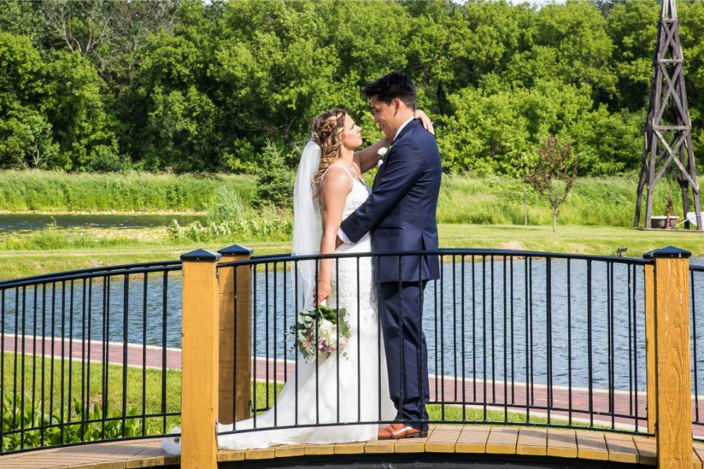 lindsay demetrius fisherman's inn chicago il wedding bride and groom