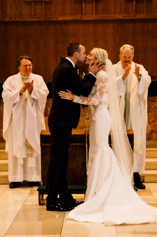 kelly nick local love the beverly country club chicago, il wedding first kiss