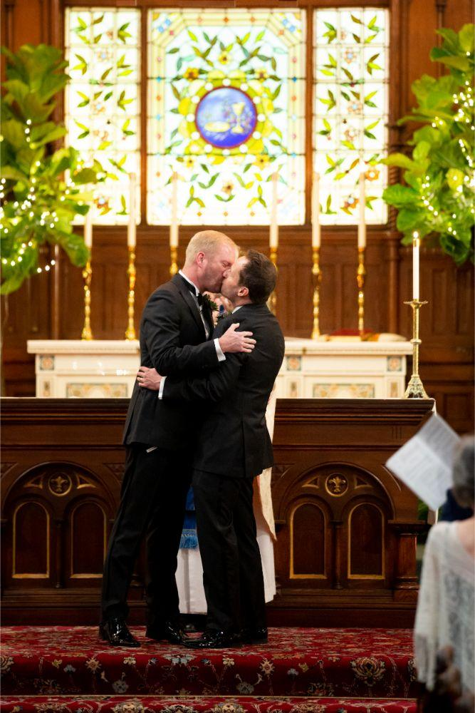 jd mike salvatores chicago, il wedding first kiss