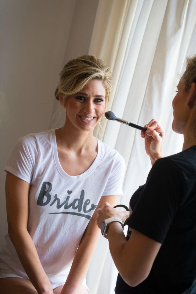 jana matt gibsons steakhouse chicago, il wedding bride getting ready