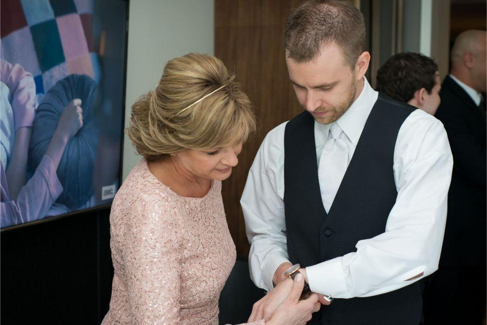jana matt gibsons steakhouse chicago, il wedding groom getting ready with mom