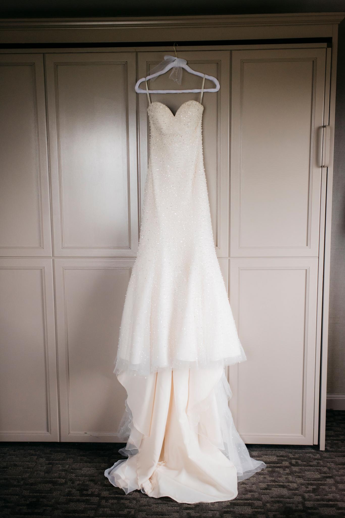 annie tommy venue SIX10 chicago, il wedding dress