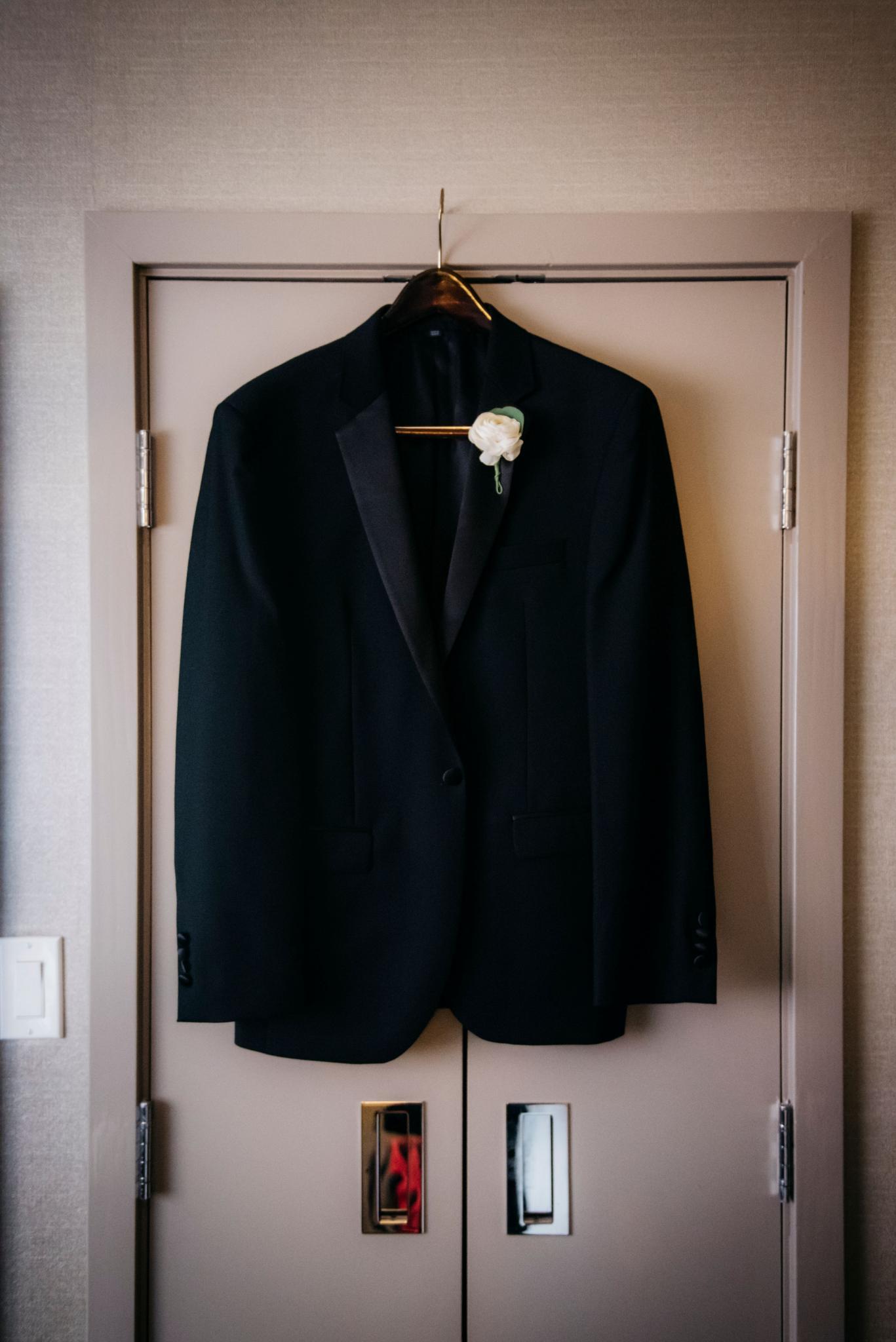 annie tommy venue SIX10 chicago, il wedding groom getting ready details