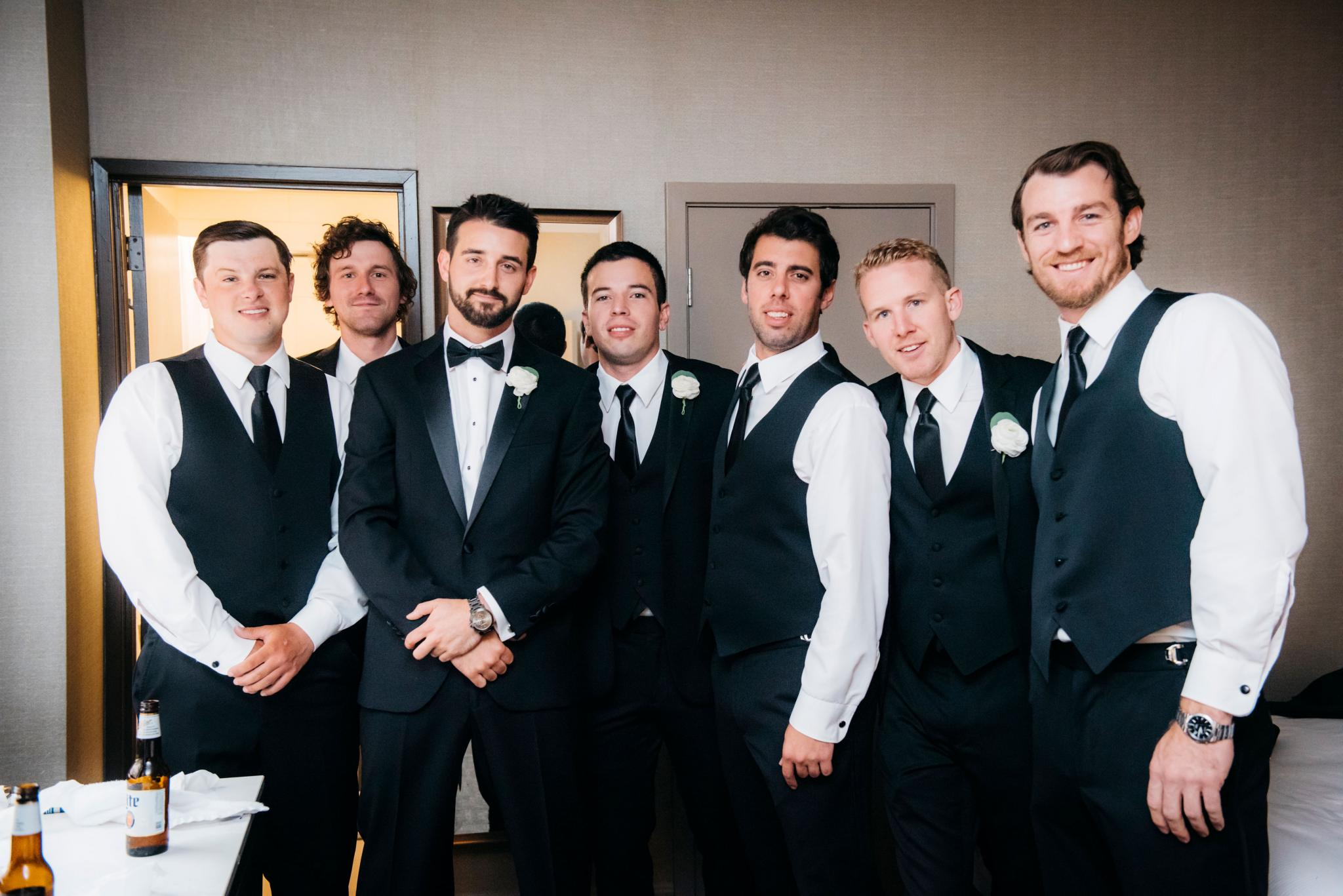 annie tommy venue SIX10 chicago, il wedding groom and groomsmen getting ready