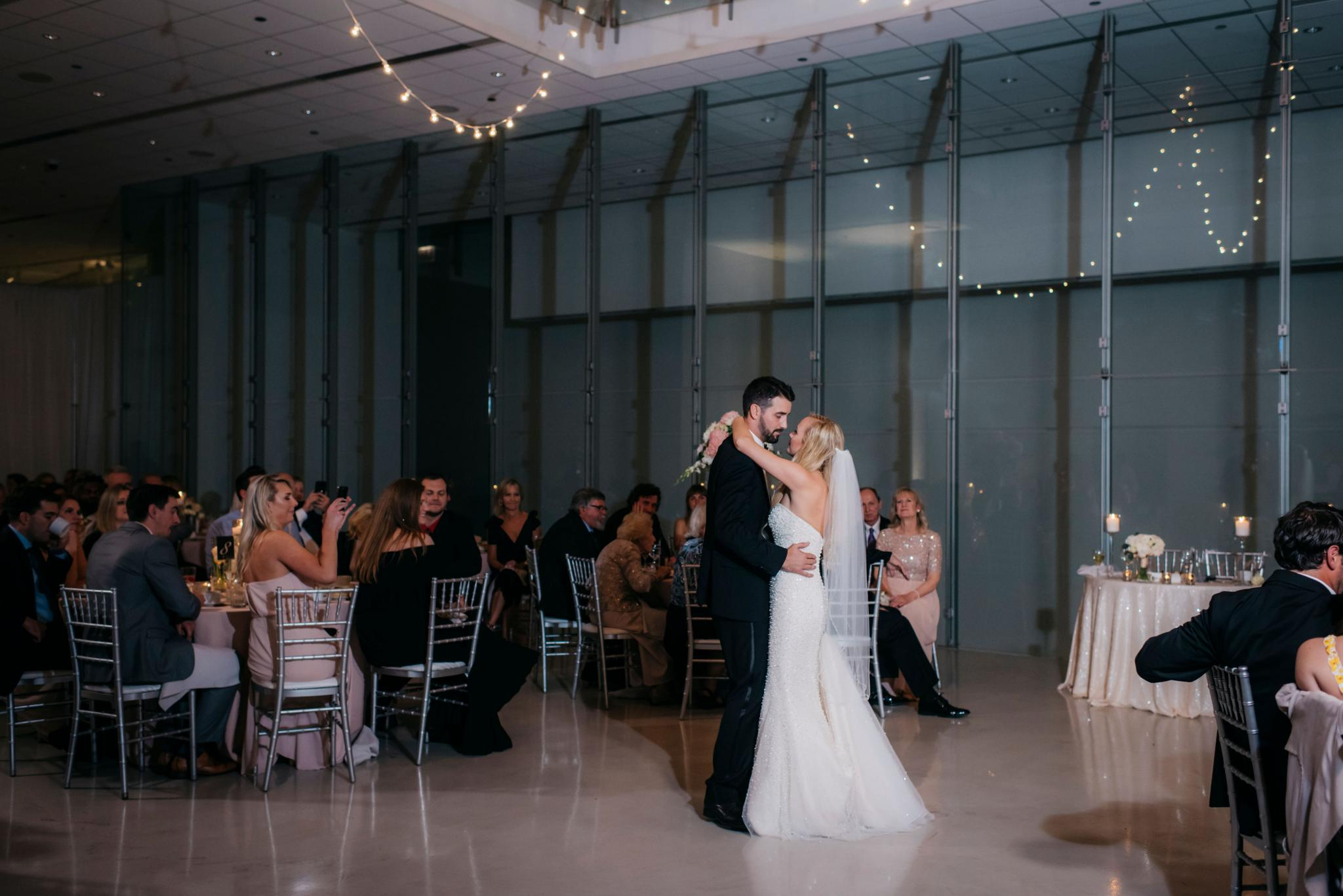annie tommy venue SIX10 chicago, il wedding first dance
