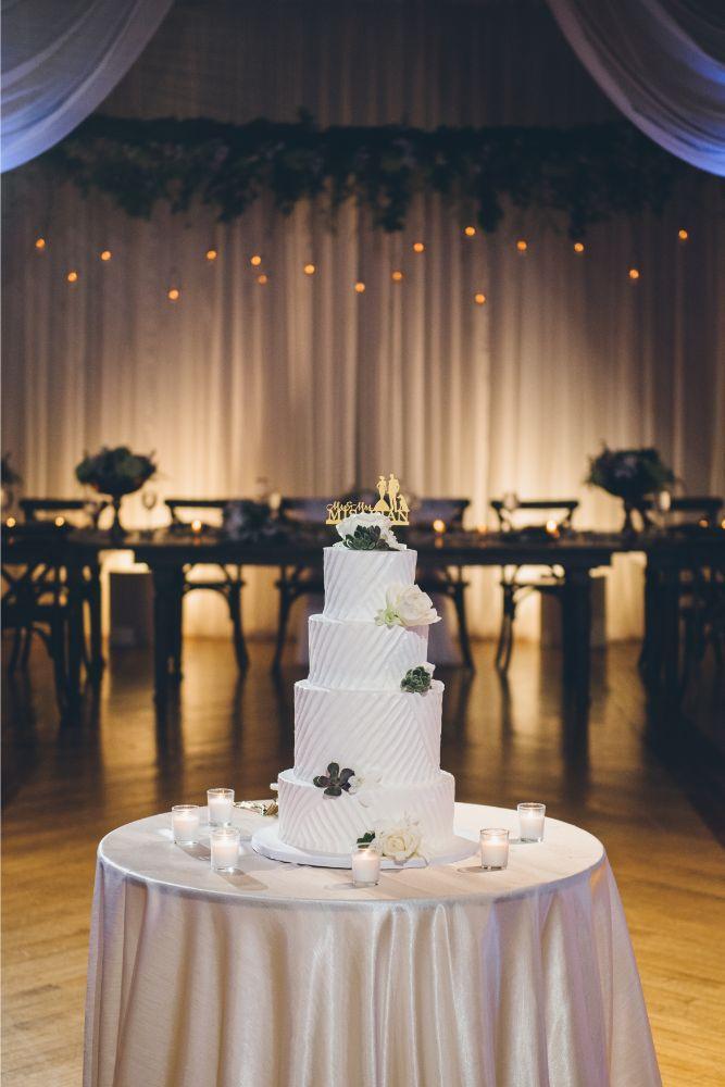 kelly alex local love skyline loft chicago, il wedding cake