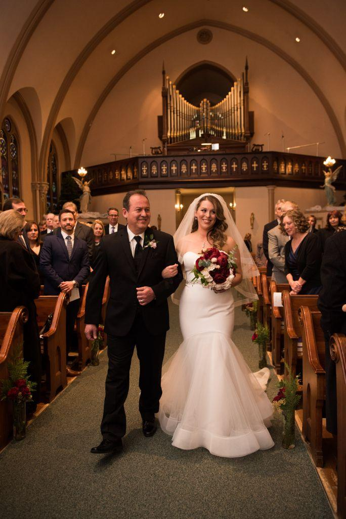 elizabeth kevin local love makray memorial golf club chicago, il father walking daughter down aisle
