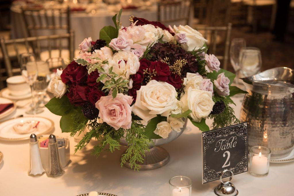 elizabeth kevin local love makray memorial golf club chicago, il flower centerpiece