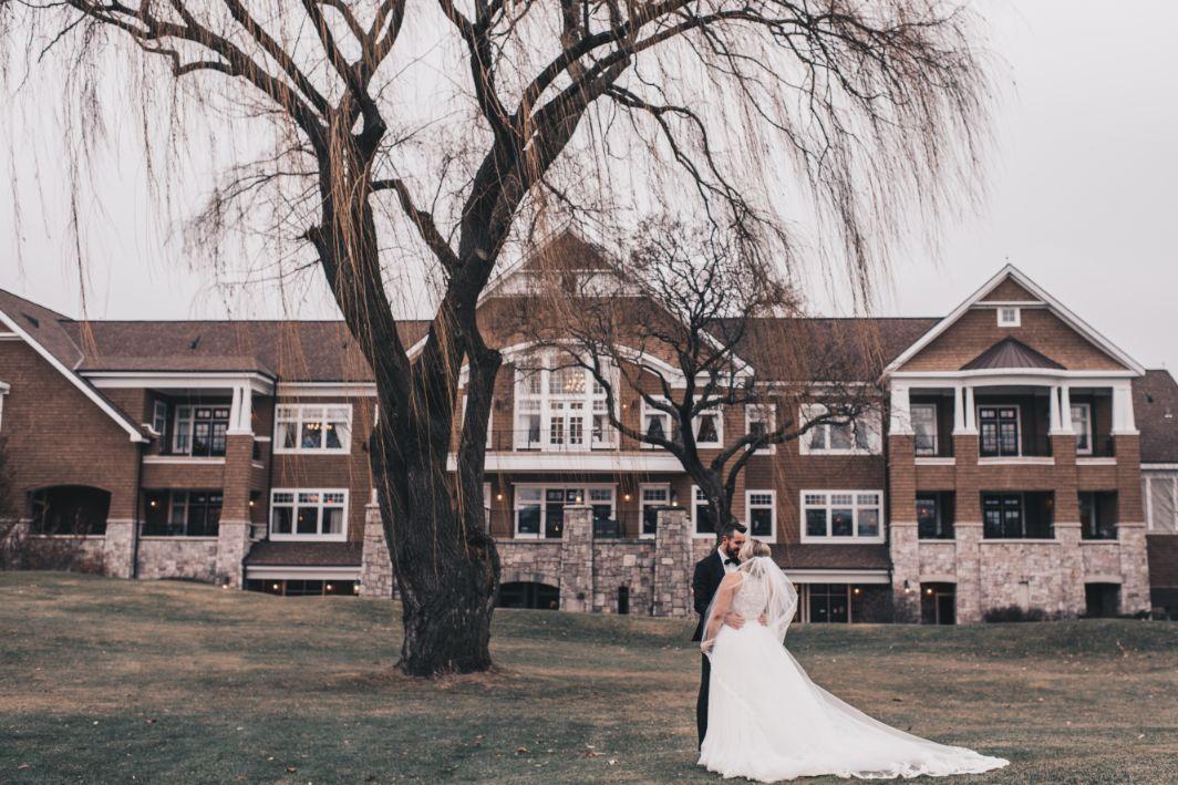 emily matt local love arrowhead golf club chicago, il wedding