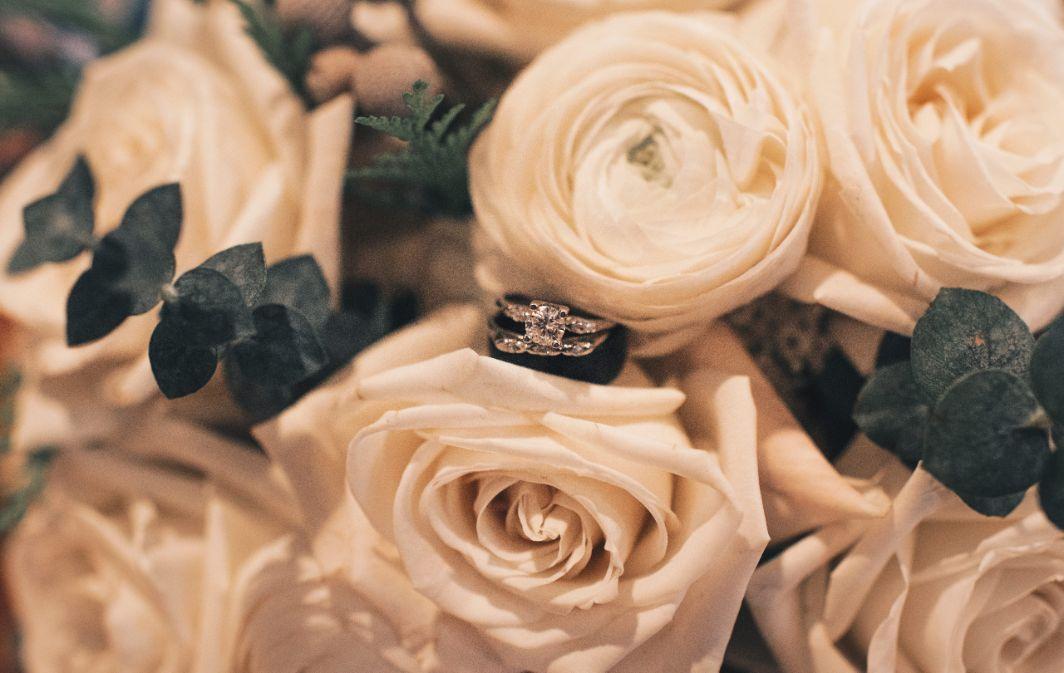 emily matt local love arrowhead golf club chicago, il wedding bridal bouquet