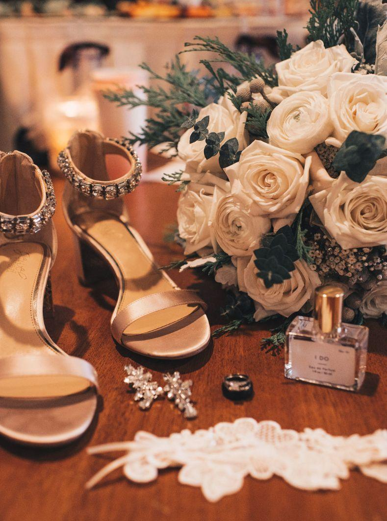 emily matt local love arrowhead golf club chicago, il wedding getting ready details